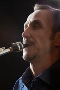 Portrait de Michel Supéra avec son nouveau saxophone Buffet Crampon